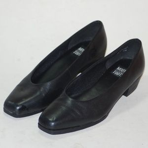 Womens 8M Leather Slip On Casual Dress Shoes EXC